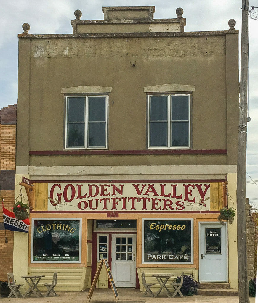 Golden Valley Outfitters and Park Cafe, Beach, North Dakota