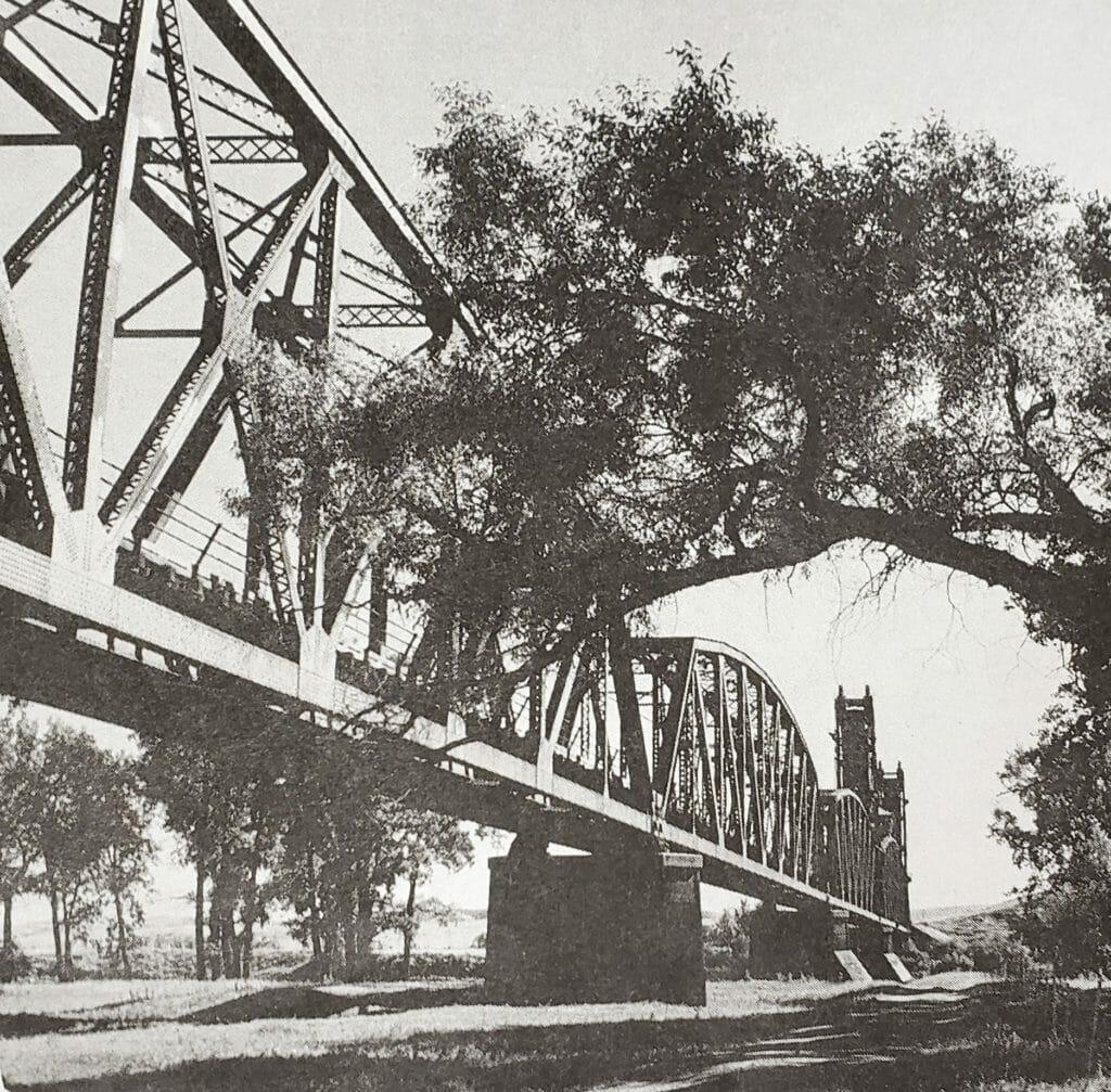 historic photo of snowden bridge