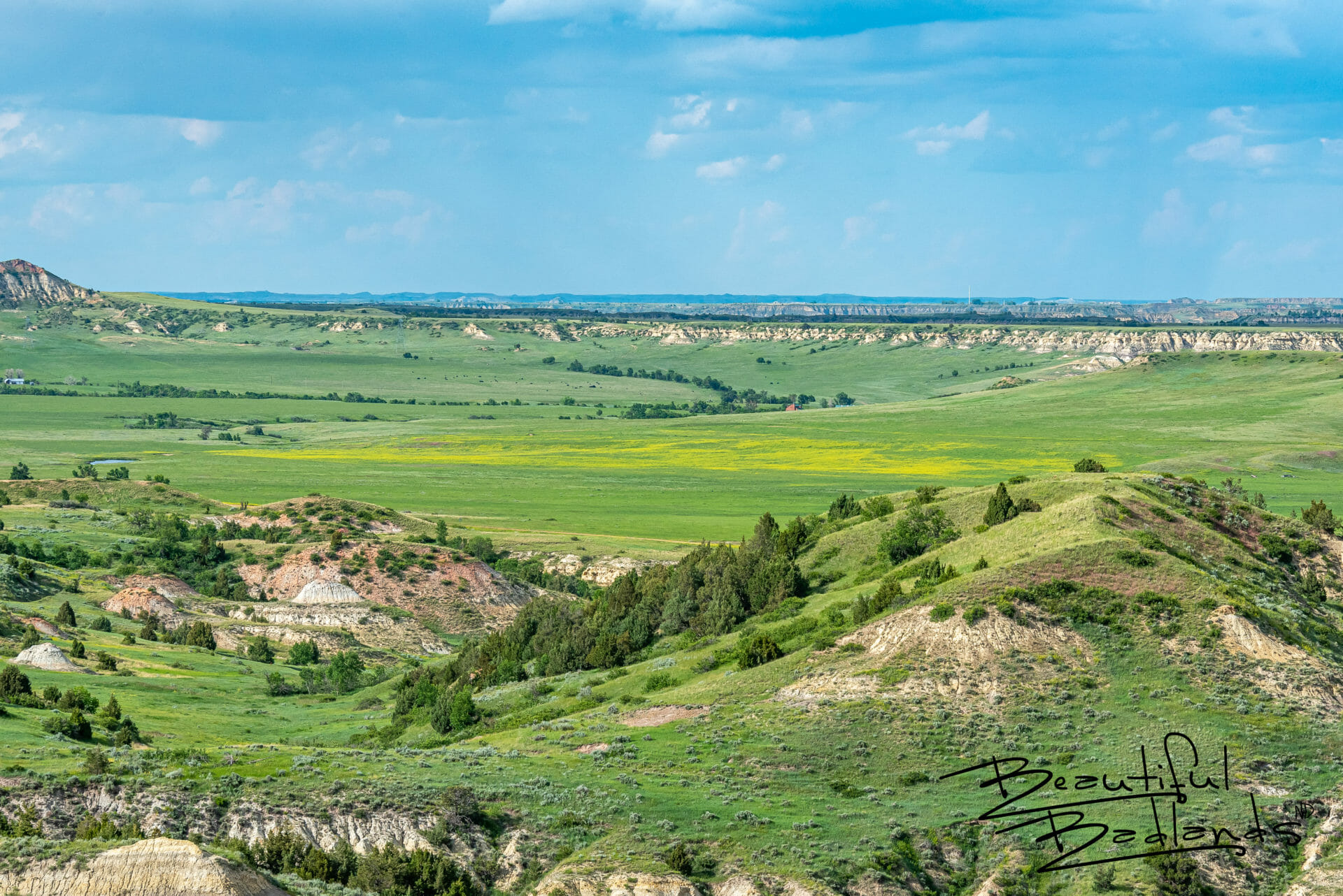 Looking to Medora from Chimney Butte I the Badlands of North Dakota